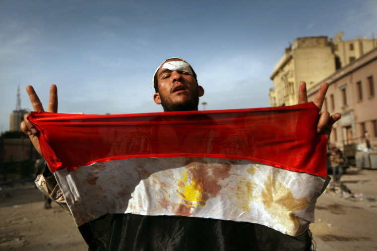Image: Anti-Government Protesters Clash With Pro-Mubarak Demonstrators