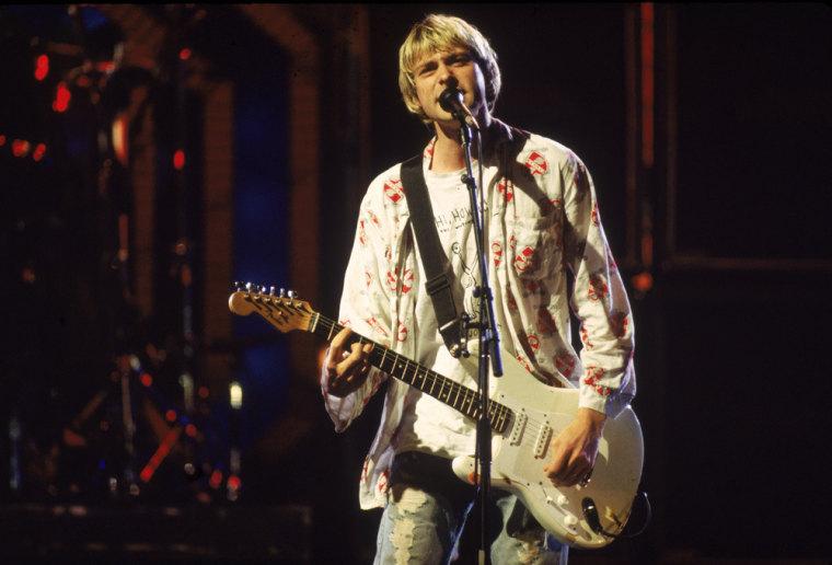 Kurt Cobain Performs At MTV Awards