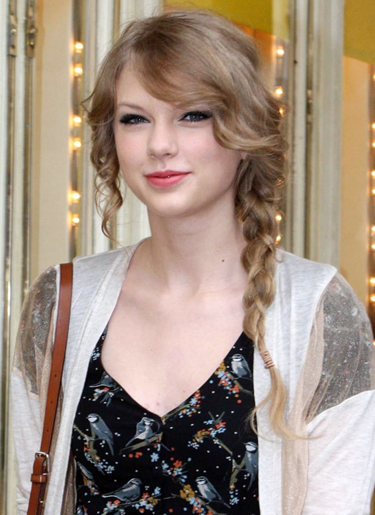 Image: PARIS: Taylor Swift out and about