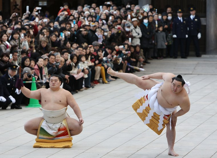 Image: Sumo Grand Champions Celebrate The New Year