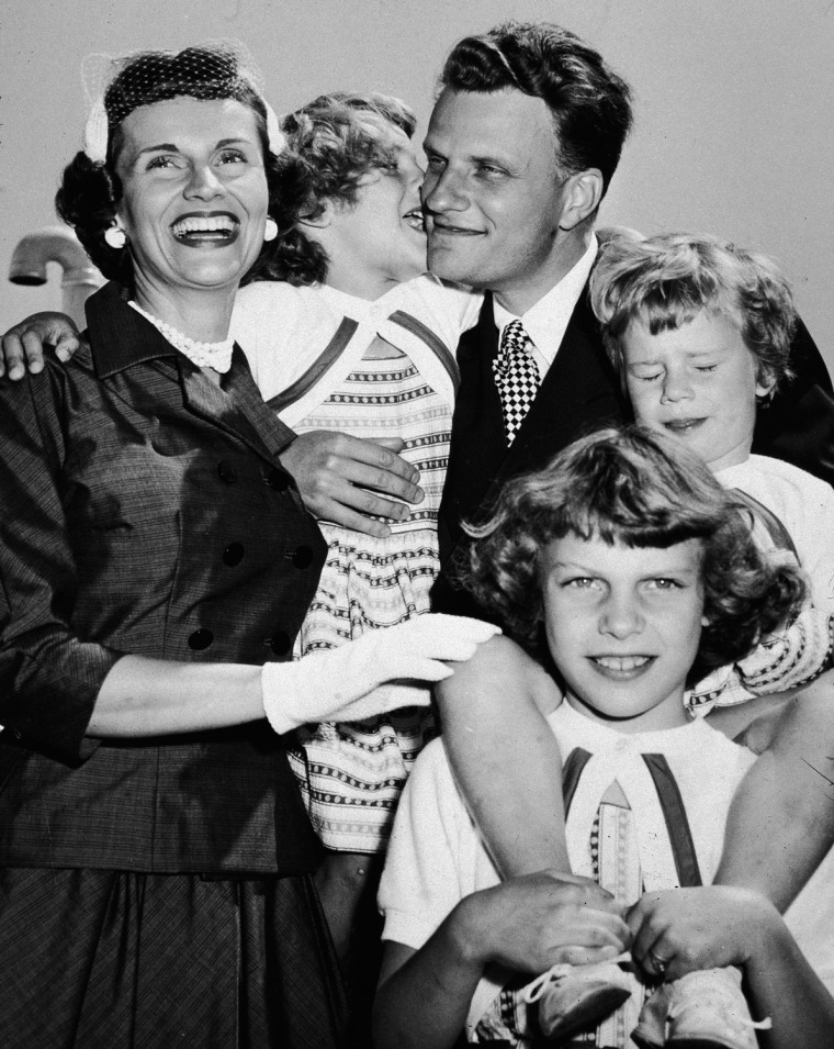 Image: Billy Graham Reunites With Family After Tour