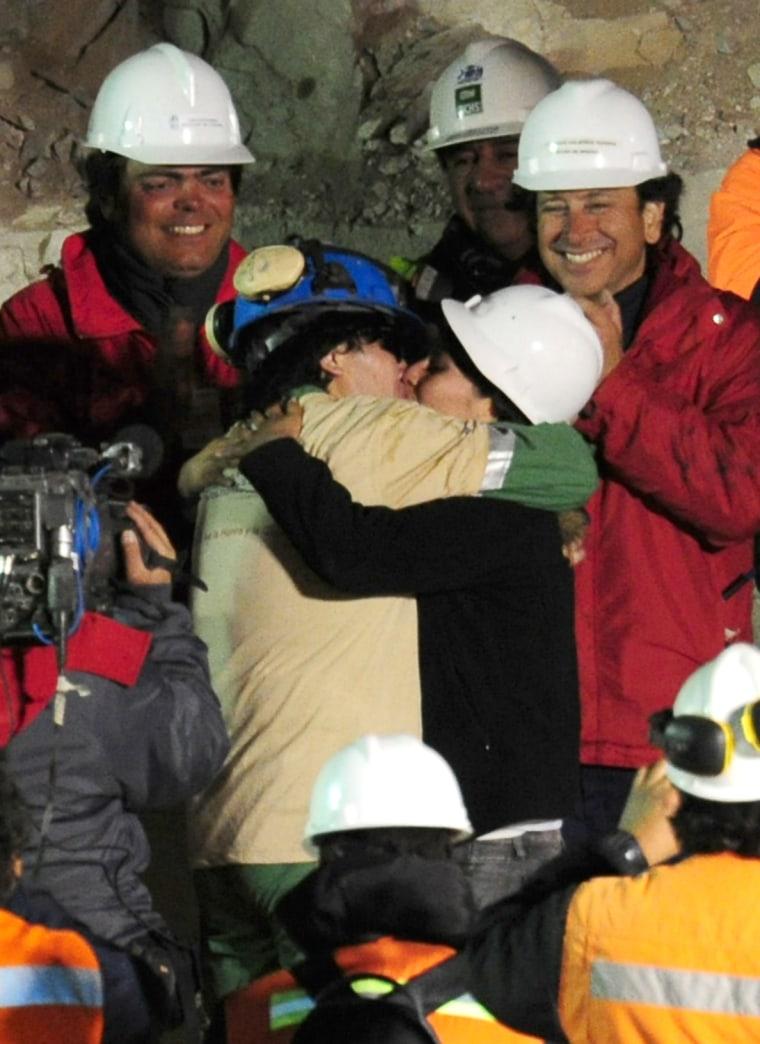 Chilean miner Osman Araya (in beige and