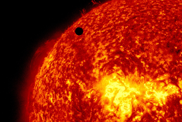Image: ***BESTPIX*** Venus Transit Across The Sun