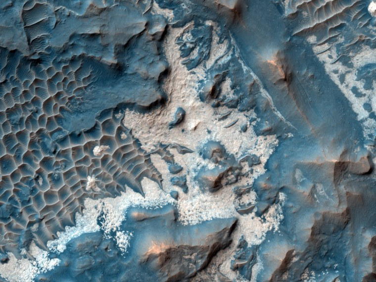 Image:Bright Material along the Floor of a Trough in Noctis Labyrinthus