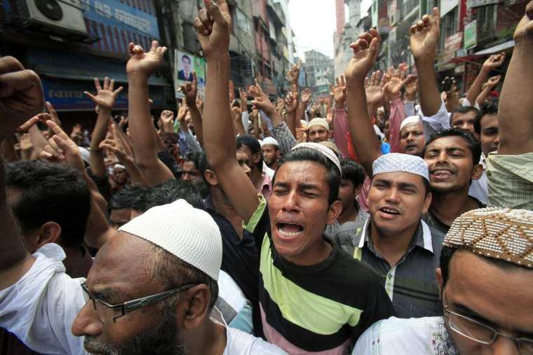 Image: Bangladeshi Muslims chant slogans in a protest rally at Chawkbazar area in Dhaka