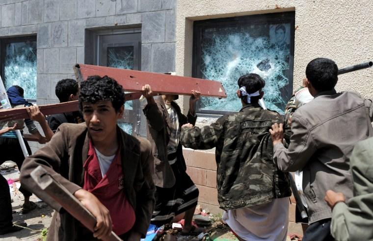 Image: Yemeni protesters storm the US embassy