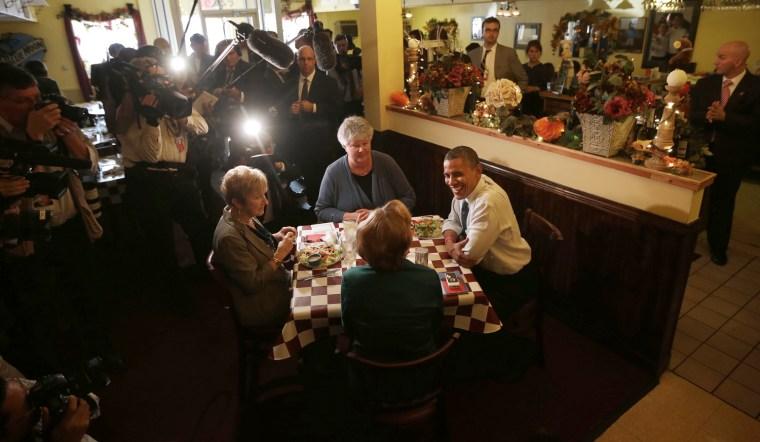 Image: Barack Obama, Vicki Felger, Marcia Teshak and Deb Willaredt.