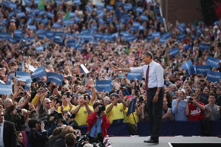 Image: Obama Campaigns In Nashua, New Hampshire