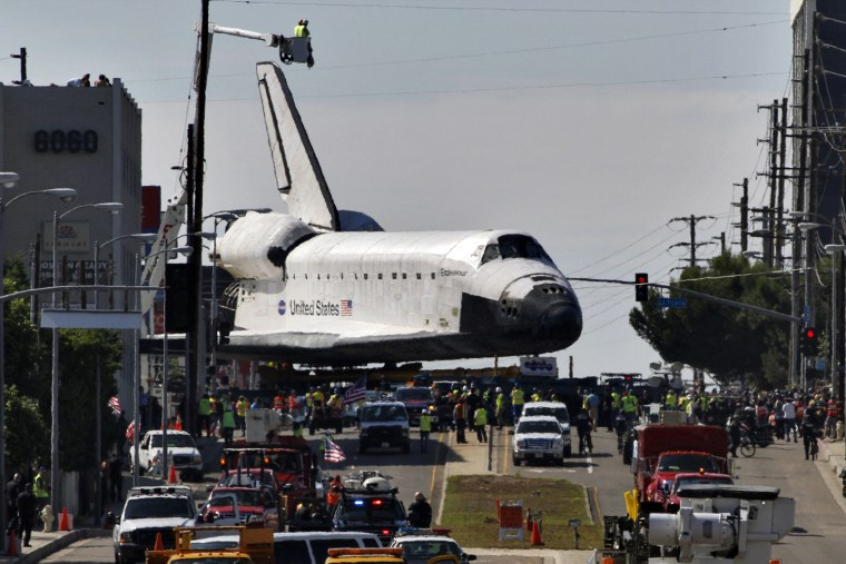 Image: Space Shuttle Endeavour makes a right turn onto Machester Avenue in Los Angeles, California