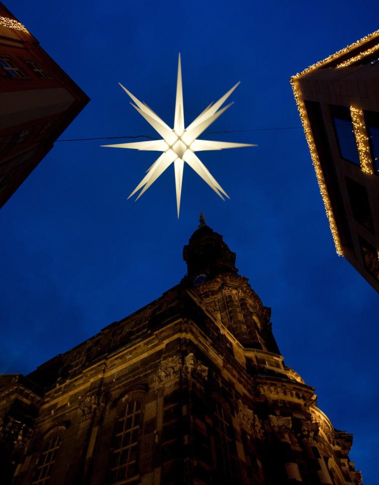 Image: Light check -  578th Dresden Striezel Market
