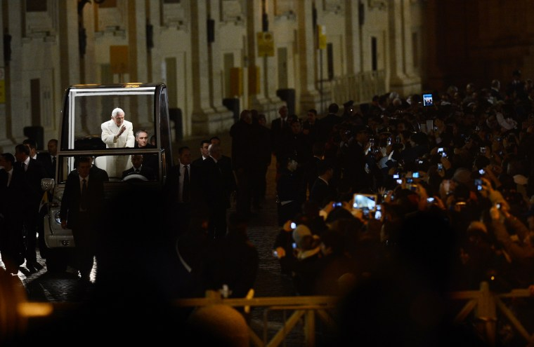 Image: VATICAN-RELIGION-POPE-VESPERS-CRIB