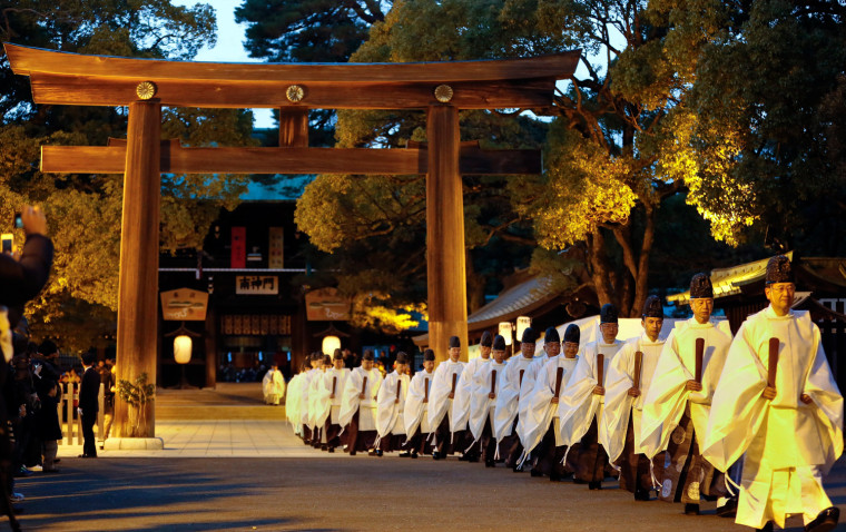 Image: Shinto priests prepare for the New Year