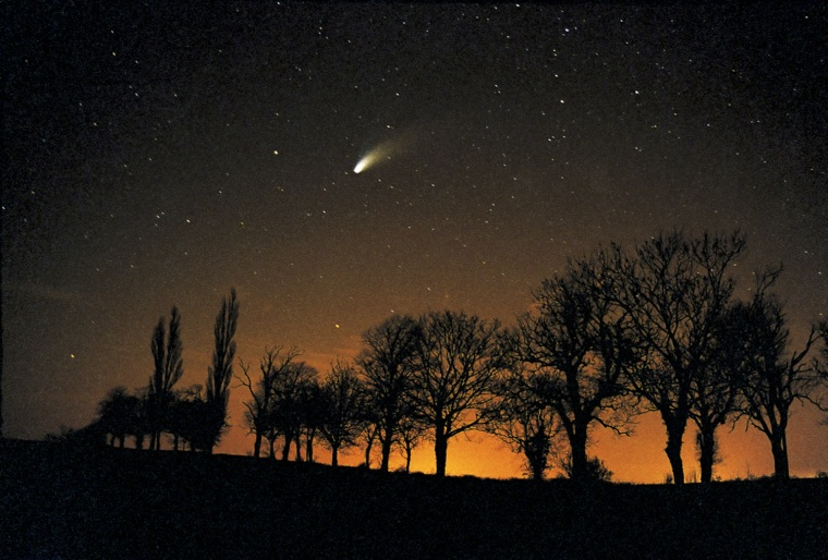 This image of comet Hale-Bopp taken in Northamptonshire was taken in March 2007 using a Canon SLR camera with a timed exposure of approx 40 seconds