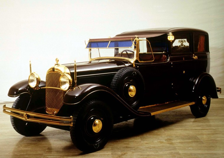 Image: The 1930 Citroen Lictoria limousine used by Pope Pius XI which has been put on display October 3 at ..