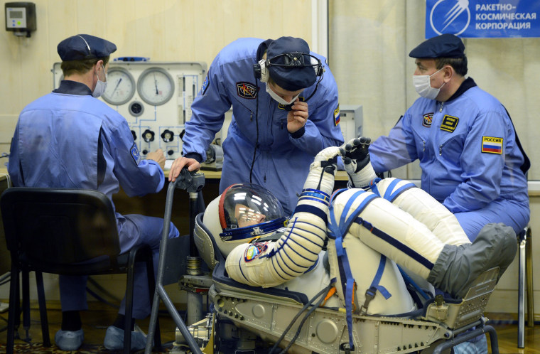 Image: ISS crew prepares for take off