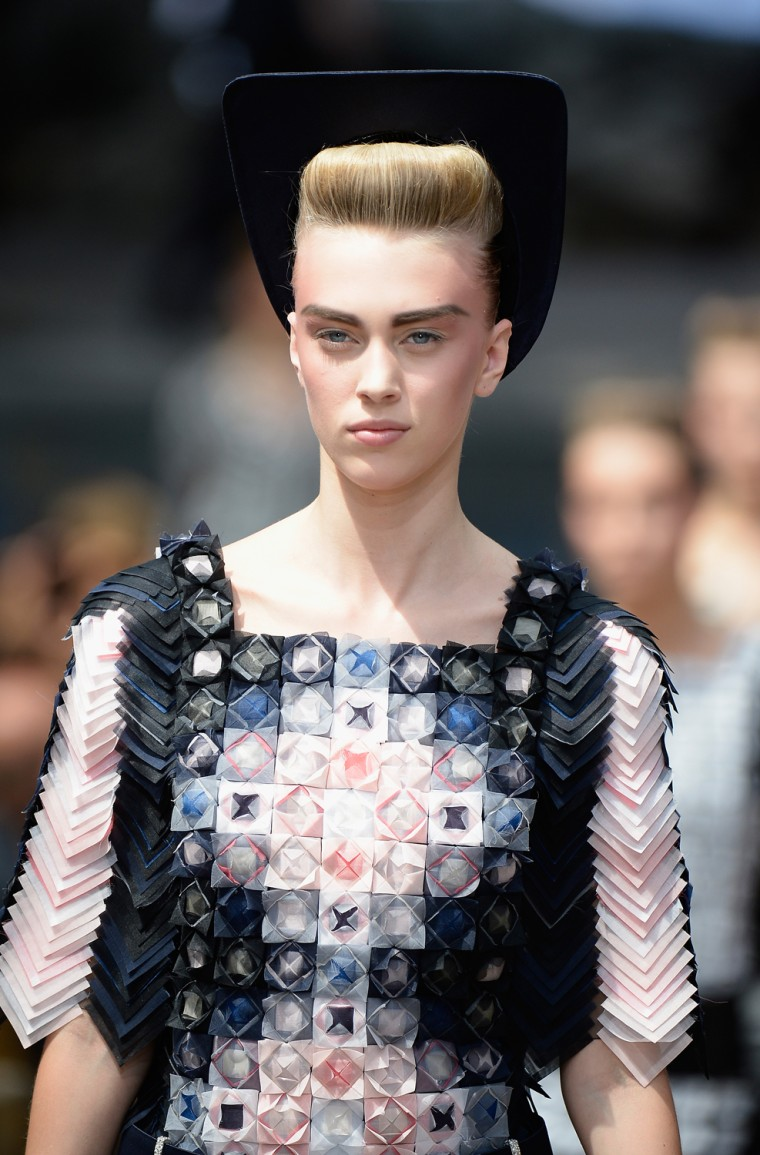 Image: Chanel: Runway - Paris Fashion Week Haute-Couture F/W 2013-2014