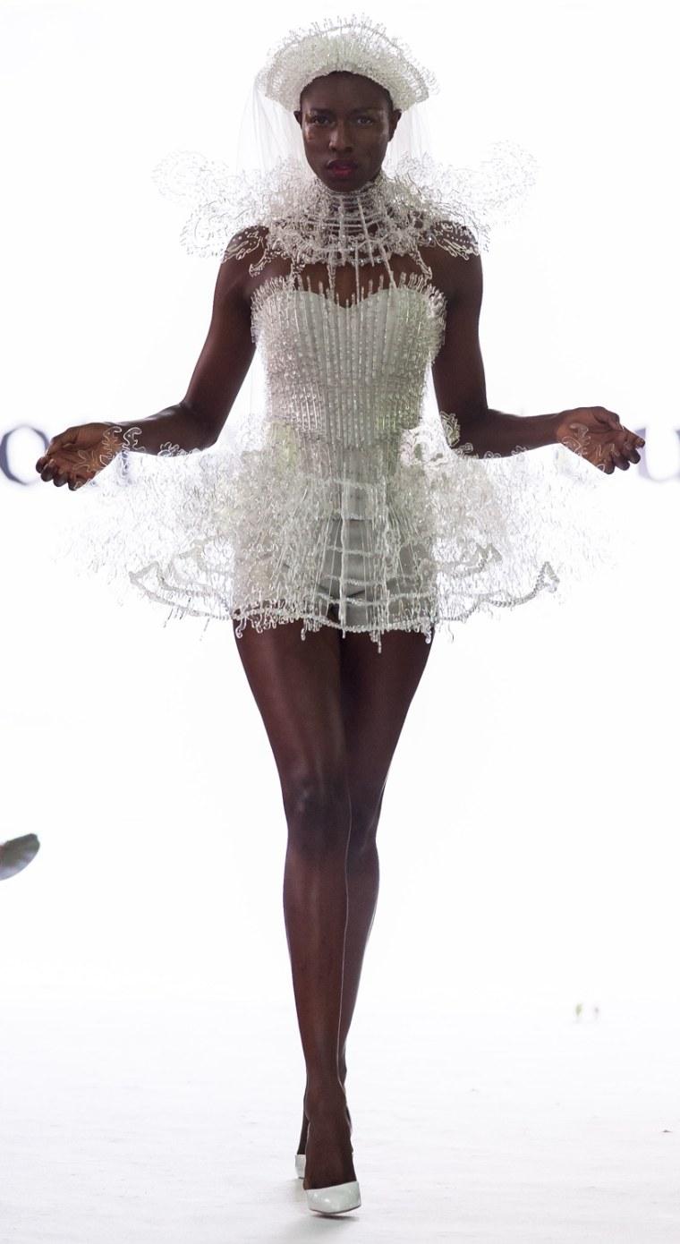 Image: On Aura Tout Vu: Runway - Paris Fashion Week Haute Couture F/W 2013-2014