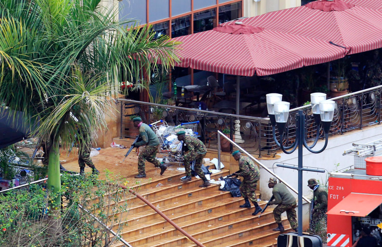 Image: Kenya Defence Forces soldiers take their position at the Westgate shopping centre in Nairobi