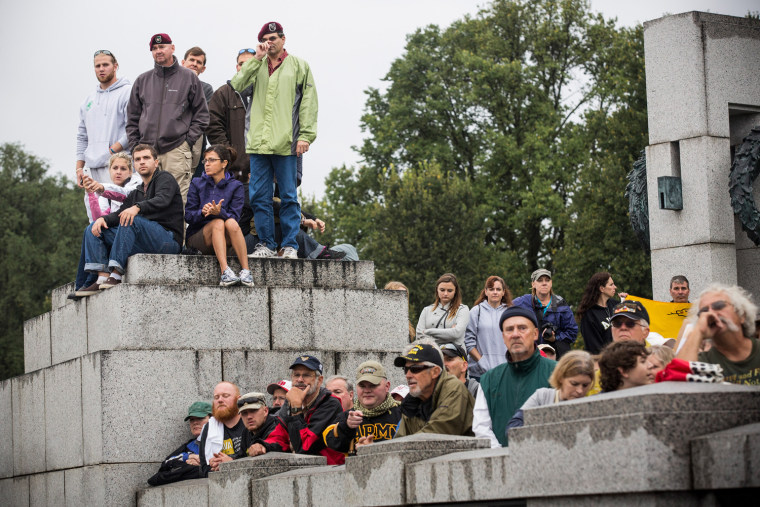 Image: Military Supporters Rally In Washington To Re-Open WWII Memorial