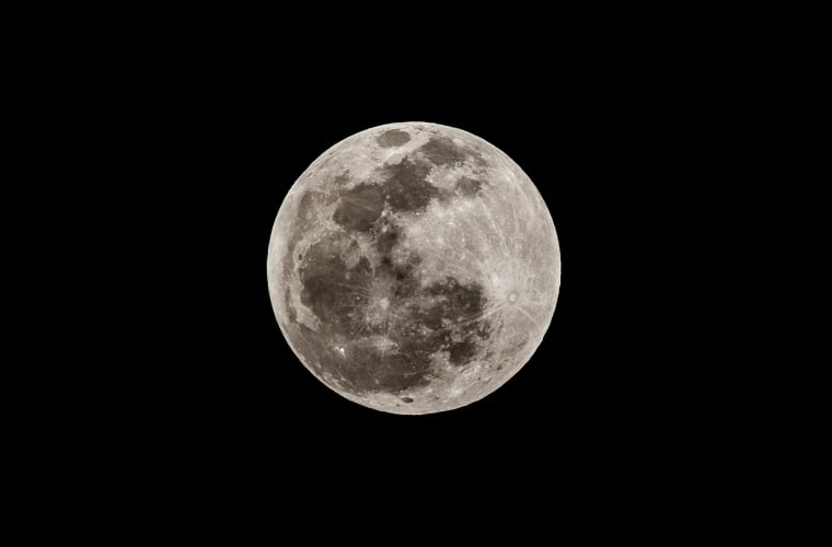 Image: Full Moon in Caracas