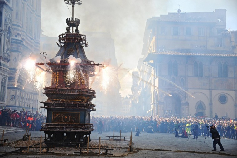 Image: Explosion of the Cart tradition in Florence