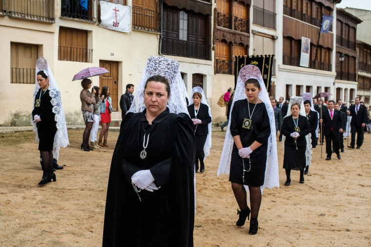 Image: Descent Of An Angel Holy Week Ceremony In Penafiel