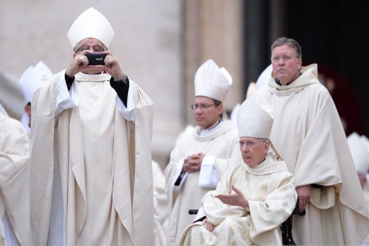 Image: VATICAN-POPE-MASS-CANONISATION