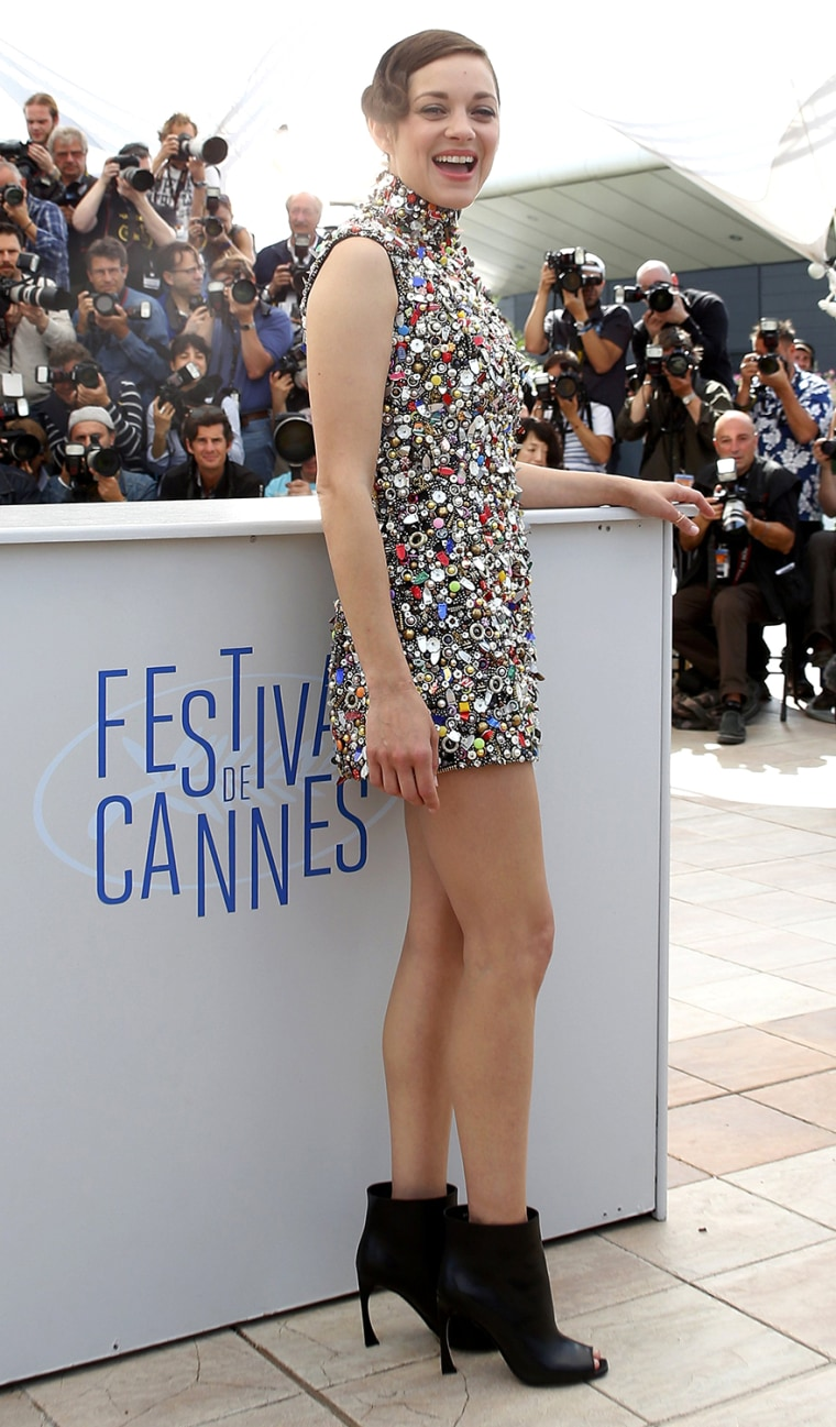 """Image: Cast member Marion Cotillard poses during a photocall for the film """"Deux jours, une nuit"""" in competition at the 67th Cannes Film Festival in Cannes"""