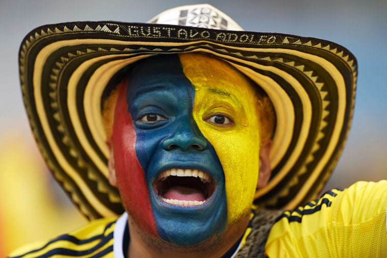 Image: TOPSHOTS-FBL-WC-2014-MATCH05-COL-GRE-FANS