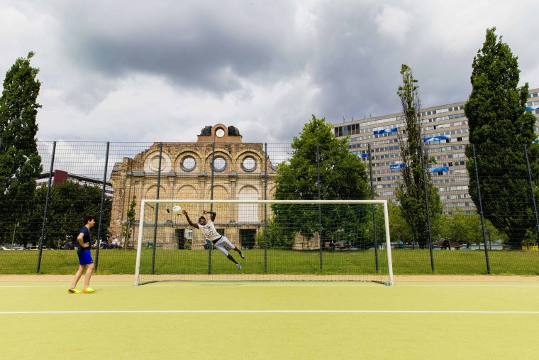 Image: Goalposts stand in a public soccer pitch in Berlin