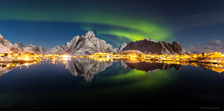 Image:I n a moonlit night of Lofoten Islands, Norway, aurora borealis appears over Reine fishing village.