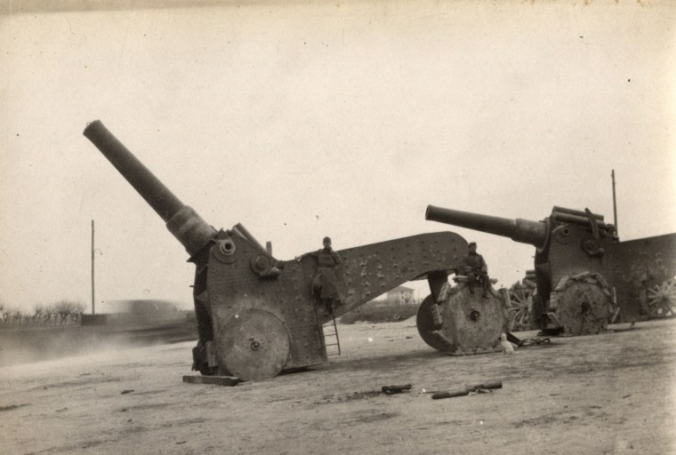 Image: Italian heavy artillery guns are pictured on the Italian Front in this 1918 handout picture