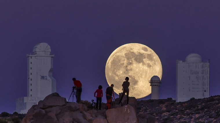 Image: A view of the Supermoon in the Canary Islands