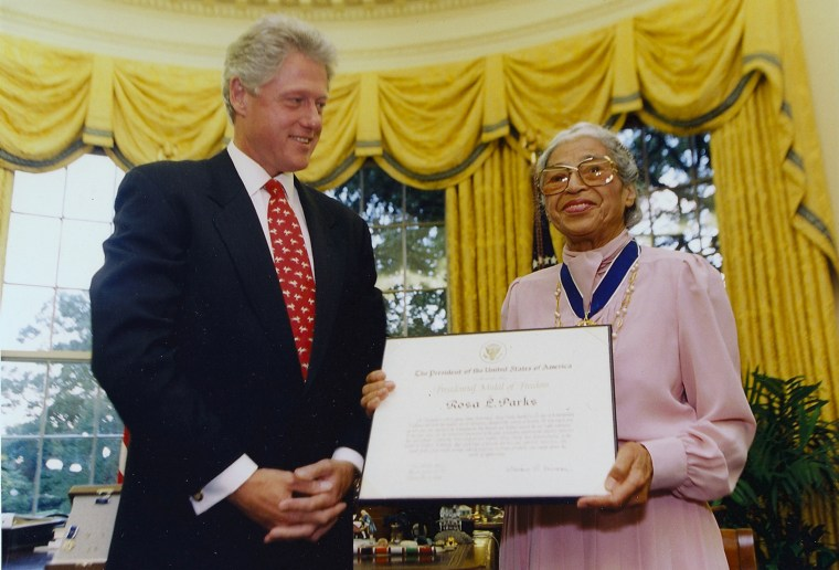 Image: Bill Clinton presenting the Presidential Medal of Freedom to Rosa Parks