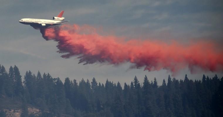 Image: A DC-10 tanker drops fire retardant on the King Fire near Fresh Pond, California