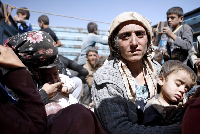 Image: Syrian refugees flee conflict to Turkey