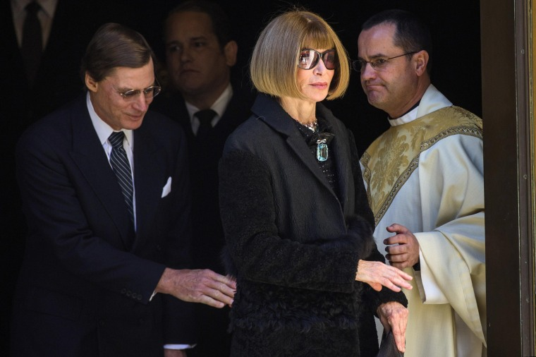 Image: Vogue editor Anna Wintour departs after a memorial service for the designer Oscar de la Renta in New York