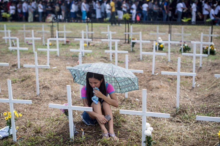 Image: Locals Gather To Mark The First Anniversary Of Typhoon Haiyan