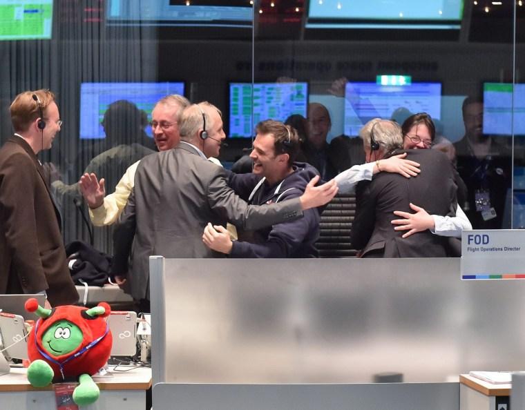 Image: Rosetta landing device reaches comet