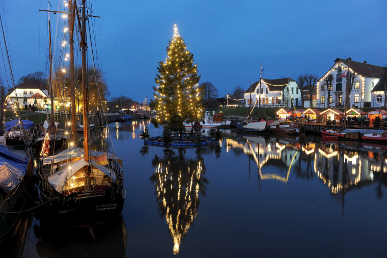 Image: Christmas lights at the harbour