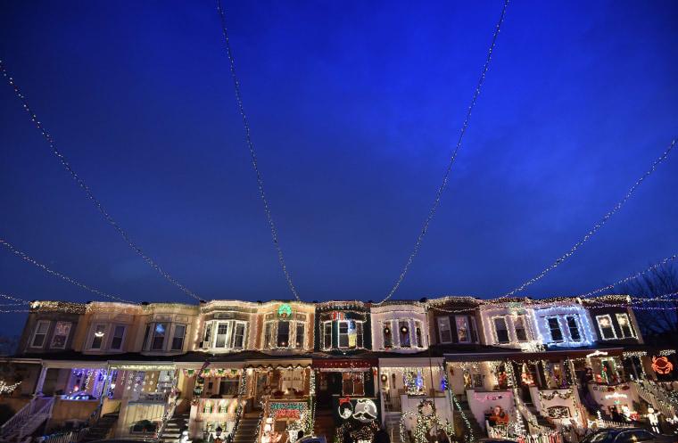 Image: US-CHRISTMAS-LIGHTS