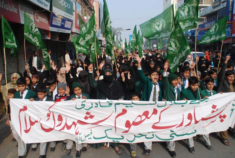 Image: Pakistan mourns victims of school massacre