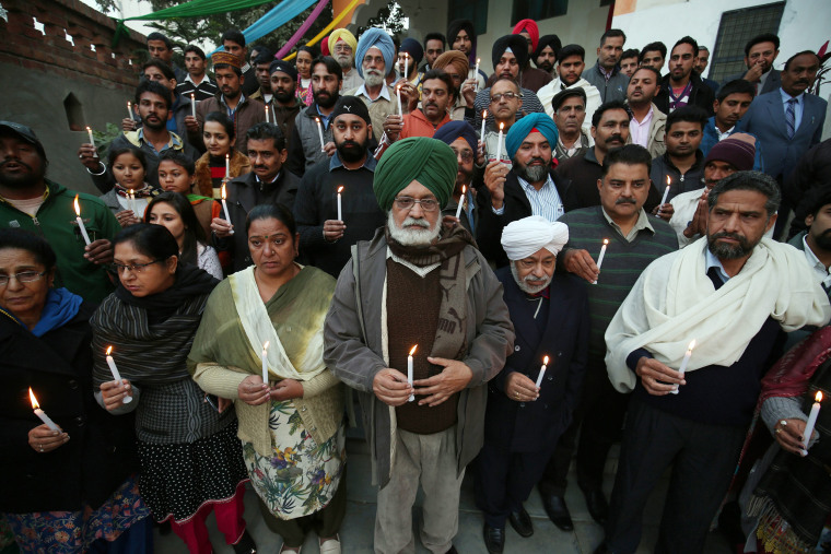 Image: Indian people observe memorial for Pakistan terror attack victims