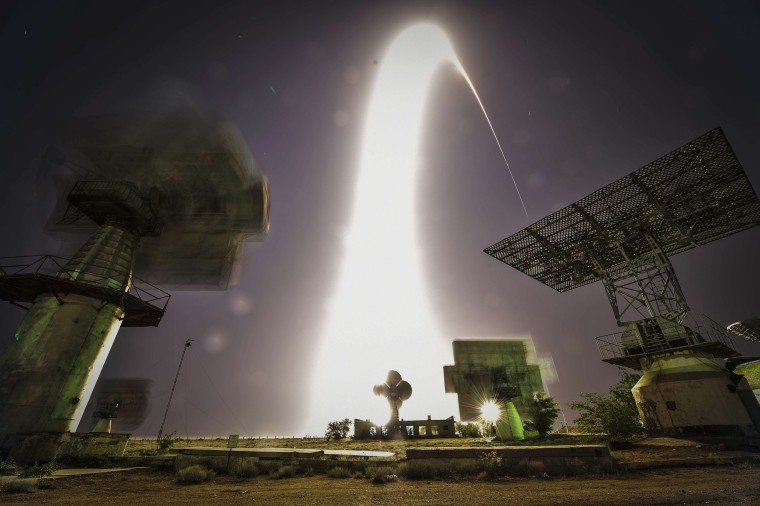 Image: TOPSHOTS 2014-RUSSIA-US-GERMANY-ISS-SPACE