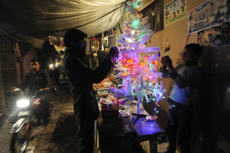 Image: Christians in Islamabad prepare for Christmas