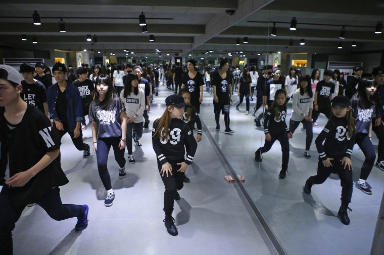 Image: Kim Si-yoon takes part in a dance class at DEF Dance Skool in Seoul