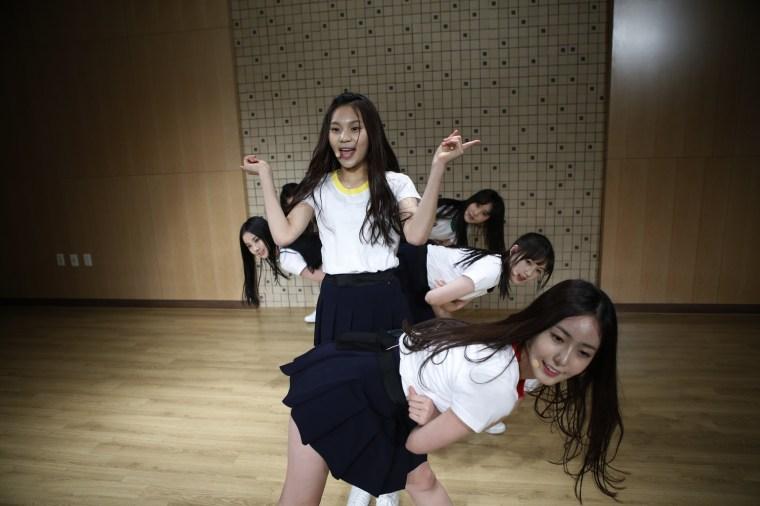 Image: Members of South Korean girl group Gfriend rehearse in Seoul