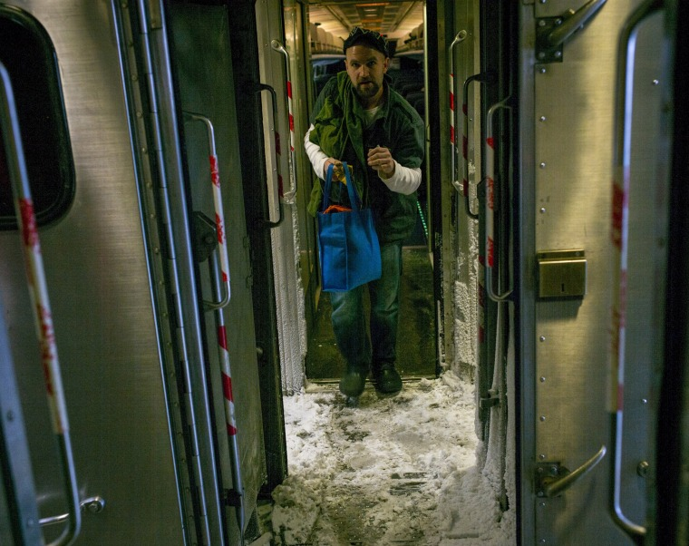 Image: Blizzard Barrels Into New York City