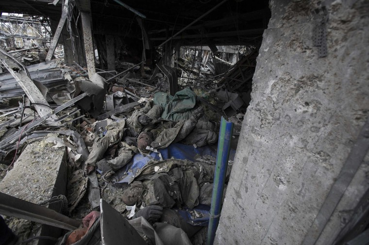 Image: The bodies of Ukrainian soldiers are seen in the Donetsk airport