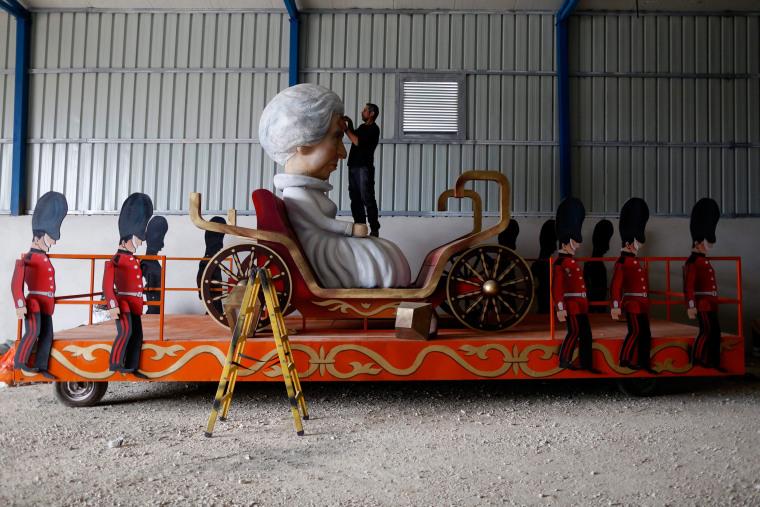 Image: Preparing for Purim parade